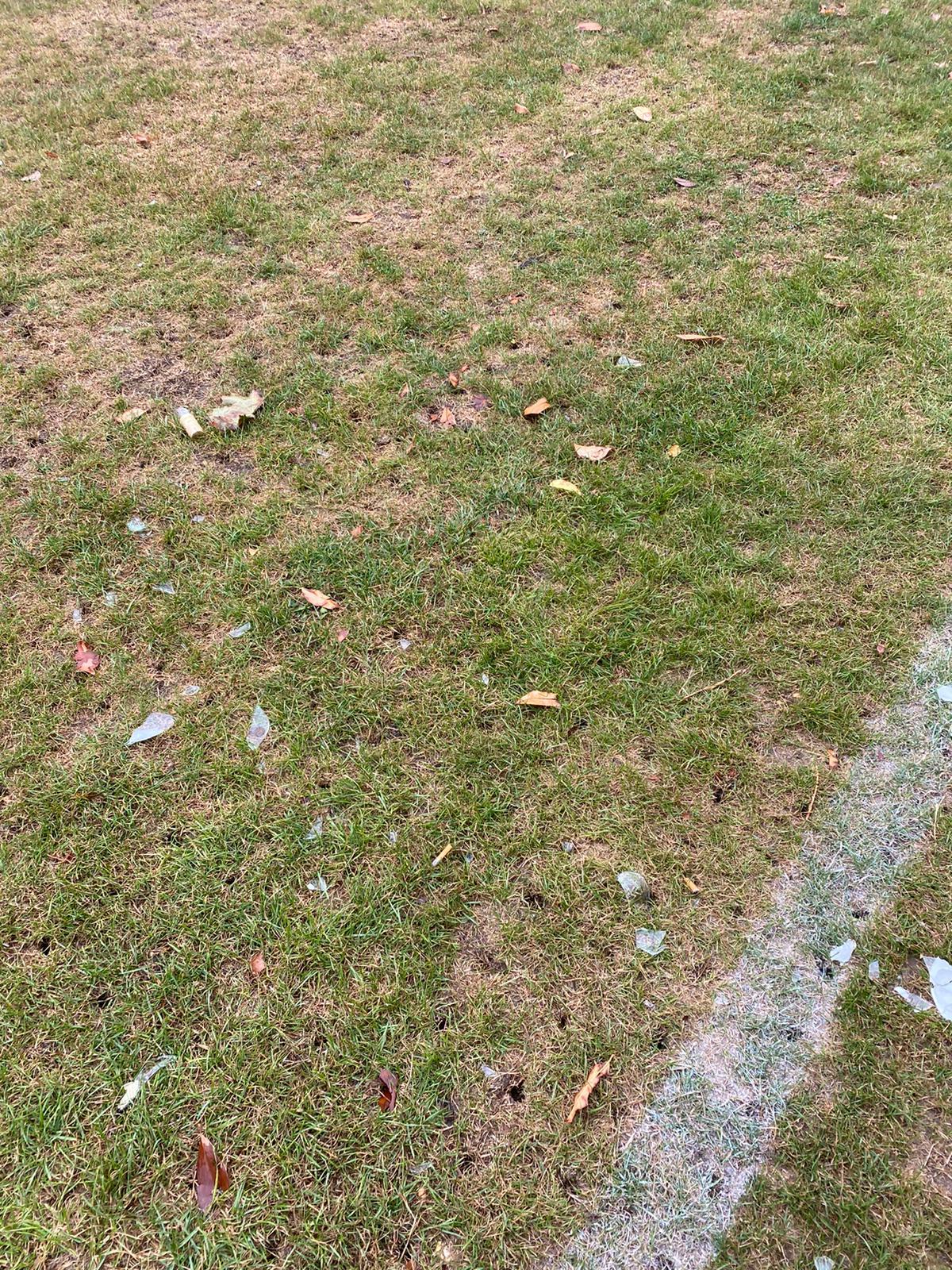 Sportplatz mit Glasscherben bedeckt. Spiel- und Trainingsbetrieb abgesagt.